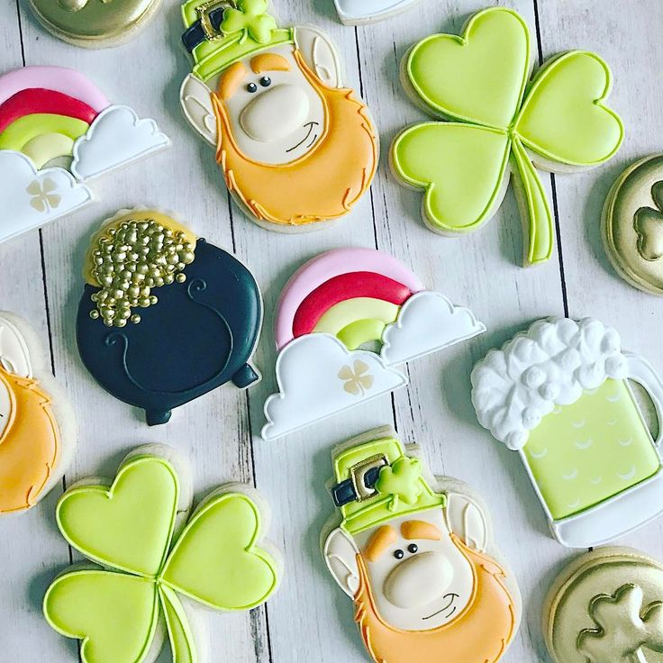 A quick and fun set of St. Patrick's Day cookies 🌈☘️❤️ . . *Leprechaun clipart purchased from Drawn By Krista . . . #stpatricksdaycookies #leprachauncookies #shamrockcookies #potofgoldcookies #rainbowcookies #customcookies #decoratedcookies #decoratedsugarcookies #cookiesofinstagram #yummy #instadaily #instacookies #petitetreatsbykelly