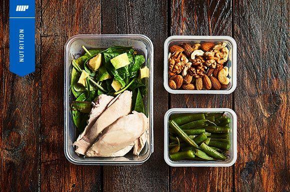 Masse Aufbau funktioniert am besten, wenn du einen passenden Ernährungsplan zur Hand hast und ... deine entsprechend Mahlzeiten vorbereitest!