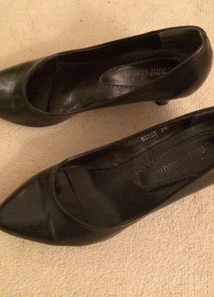 À vendre sur #vintedfrance ! http://www.vinted.fr/chaussures-femmes/escarpins-and-talons/17918638-escarpins-marron-fonce