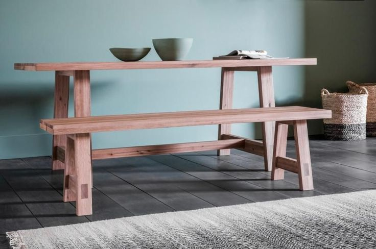 An excellent partner to the Gulliver Dining Table, this is a sturdy, simple bench that really makes a family kitchen