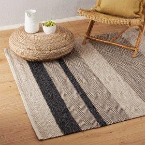 Mit unserem verspielten Teppich Alto setzen Sie einen stilvollen Akzent im Wohn-, Ess- oder Schlafzimmer. Das aufwendige Design besteht aus einer schlichten Twillbindung, alternierend mit einem dynamischen Chevron-Muster. Kombinieren Sie ihn entweder mit anderen farbenfrohen und musterfreudigen Accessoires und erzeugen Sie so Ethno-Flair. Oder setzen Sie mit dem Teppich ein Highlight in einem dezent dekorierten Interior und machen ihn so zum Star Ihres Zuhauses.