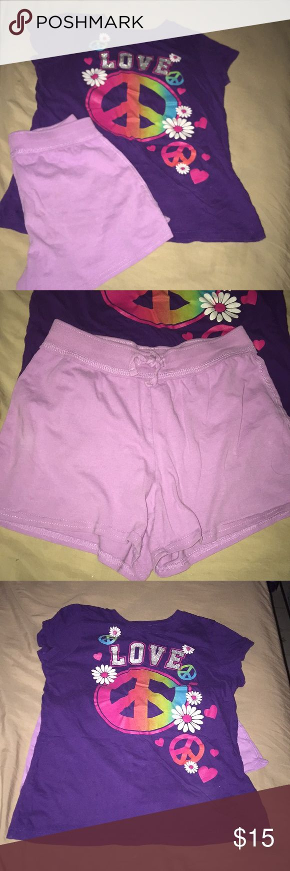 Little Girls Outfit Size Large 10-12 Super cute little girls summer outfit. Both the bottoms and the top are size large 10-12. There in good used condition. No holes, stains, tears, or rips. From a pet free smoke free home. Children's Place Matching Sets