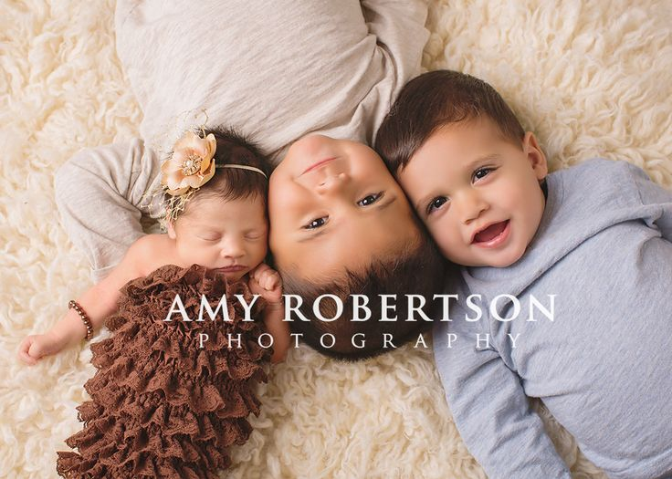 Love this pose family and sibling photos to get posing ideas and inspiration