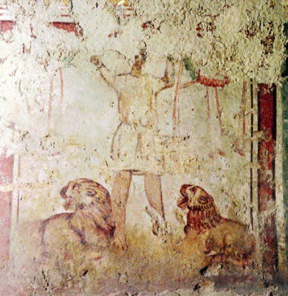 Hungria 06 Necrópolis paleocristiana de Pécs (Sopianae) En el siglo IV se construyó un excepcional conjunto de tumbas ornamentadas en el cementerio de la ciudad provincial romana de Sopianae (la actual Pécs). Estos sepulcros poseen un gran valor estructural y arquitectónico, porque fueron excavados bajo tierra como cámaras funerarias y encima de ellos se construyeron capillas funerarias.
