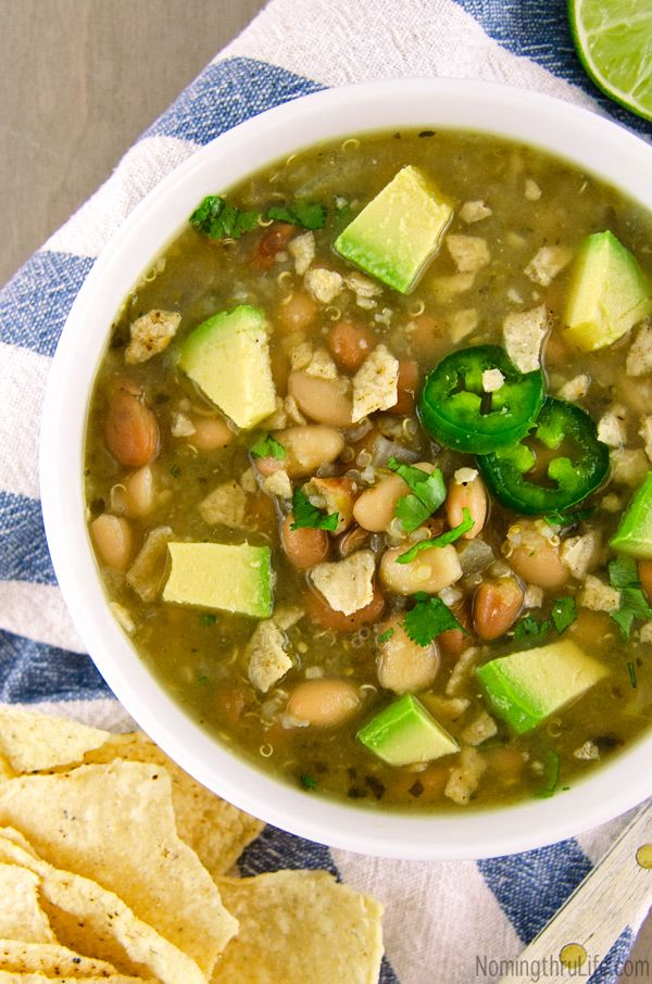 Quinoa Chili Verde - Hearty and healthy green chili that's super easy to make and full of flavor (Vegan & GF). Recipe @ NomingthruLife.com