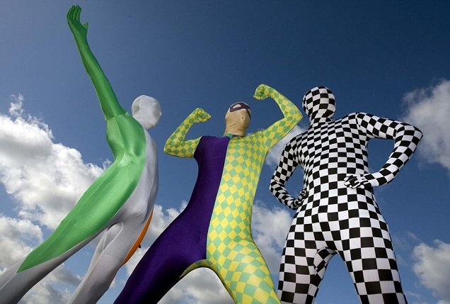 http://www.metro.co.uk/weird/890807-three-fundraisers-to-cross-india-in-rickshaws-dressed-in-spandex-suits
