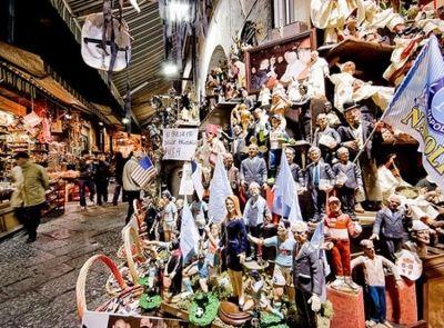 La miriade di personaggi creati dalla fantasia dei mastri artigiani di via San Gregorio Armeno a Napoli