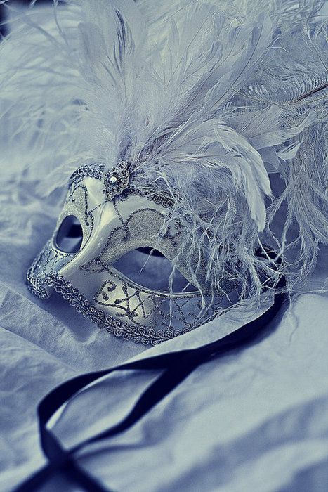 I love a this mask for my masquerade!