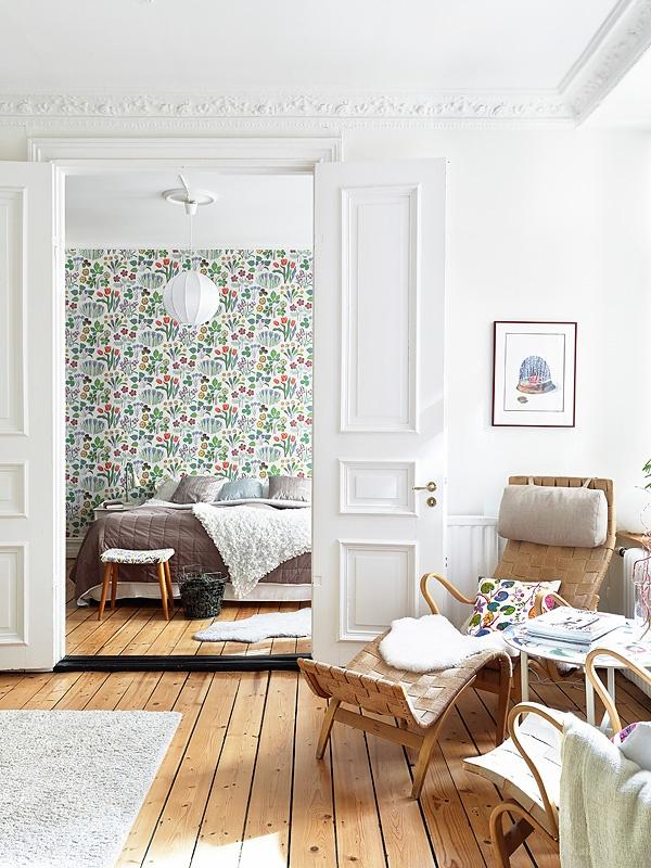 Swedish interior: white and bright apartment (Stadshem via Sea of Girasoles)