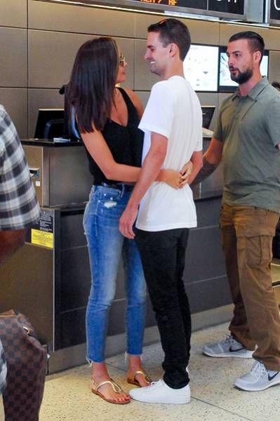 Романтическое путешествие: Миранда Керр и Эван Шпигель в аэропорту Лос-Анджелеса   Красота Инфо