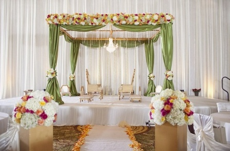 Like the airy open feel of this mandap (minimal hanging drapery) - doesn't block any views!