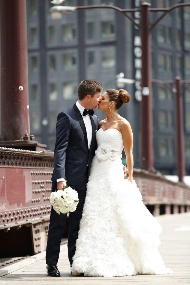 A Glam Modern Wedding at Harold Washington Library in Chicago, Illinois