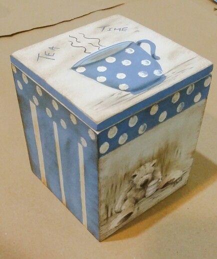 Wooden tea box, by Ntourel