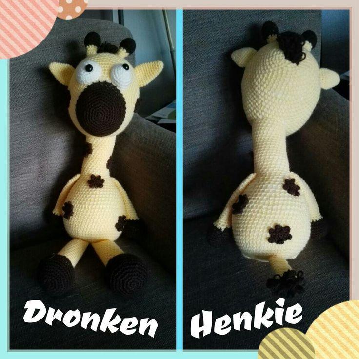 Giraf van Dendennis. Hij is beetje dronken daarom kijkt hij scheel ;)