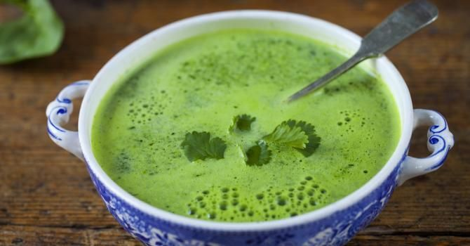 Recette de Soupe brûle-graisse d'épinards et pois chiches au cumin Croq'Kilos. Facile et rapide à réaliser, goûteuse et diététique.
