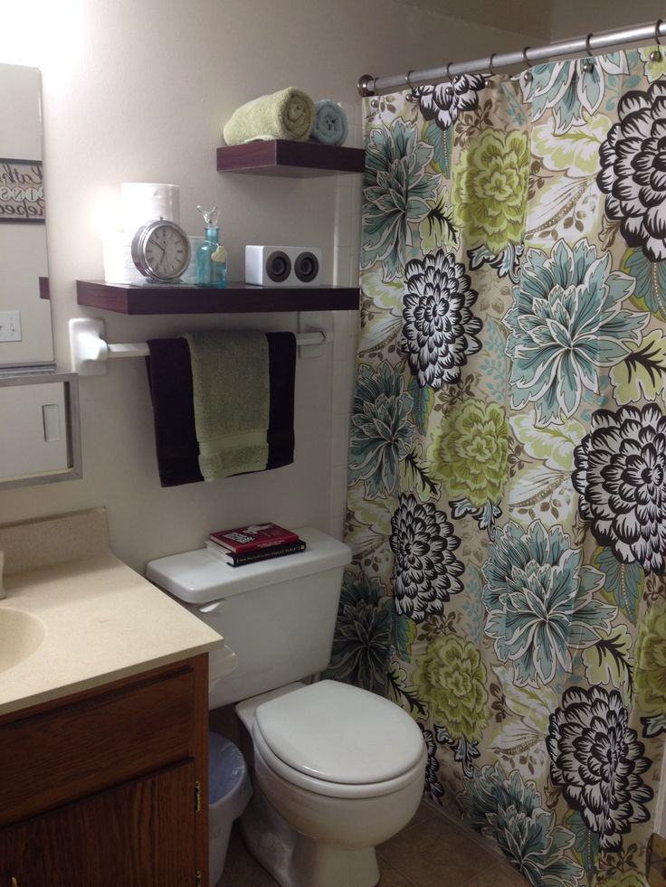 Apartment bathroom makeover | College apartment bathroom, College ...