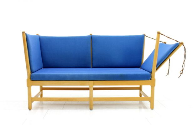 This sofa was designed by Børge Mogensen for Fritz Hansen. It features a lacquered beech frame painted and loose cushions upholstered in blue fabric. It is in very good vintage condition. –– Shop –– Pamono