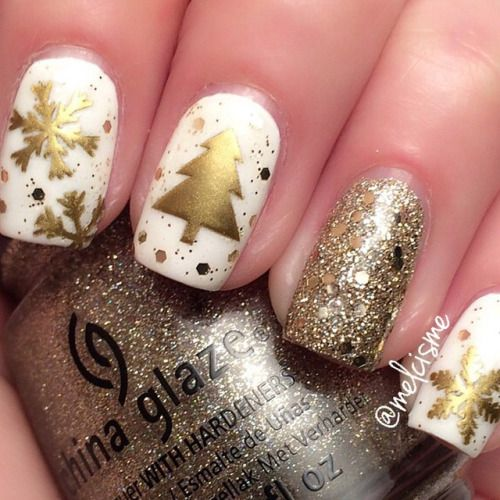 The perfect Christmas mani by @melcisme ☺️ http://decoraciondeunas.com.mx #moda, #fashion, #nails, #like, #uñas, #trend, #style, #nice, #chic, #girls, #nailart, #inspiration, #art, #pretty, #cute, uñas decoradas, estilos de uñas, uñas de gel, uñas...
