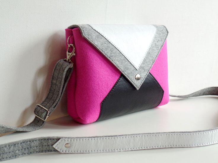 Сумочка через плечо серо-розовая из фетра и кожи в магазине «FANCYFELT» на Ламбада-маркете