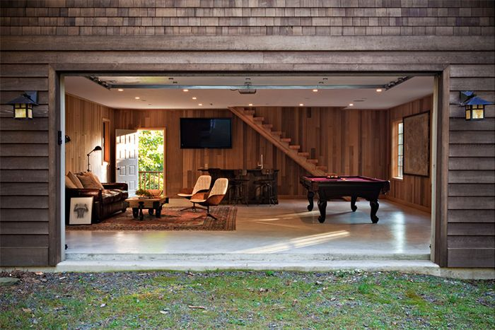 Designer Laura Santos combined a traditional billiards table with slender, midcentury-inspired seating for this lakeside retreat.