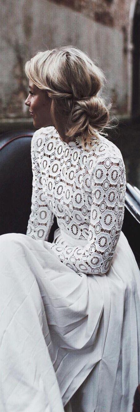 Rompedor estilo behemio. Sin velo y ramo en colores pastel http://ideasparatuboda.wix.com/planeatuboda #womenscardigan #womensouterwear #womensjacket #scarves #scarf #fashion