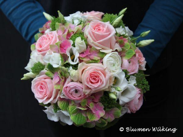 Brautstrauß in rosa und weiß mit Rosen, Ranunkeln, Eustoma und Hortensien. http://blumen-wilking.de