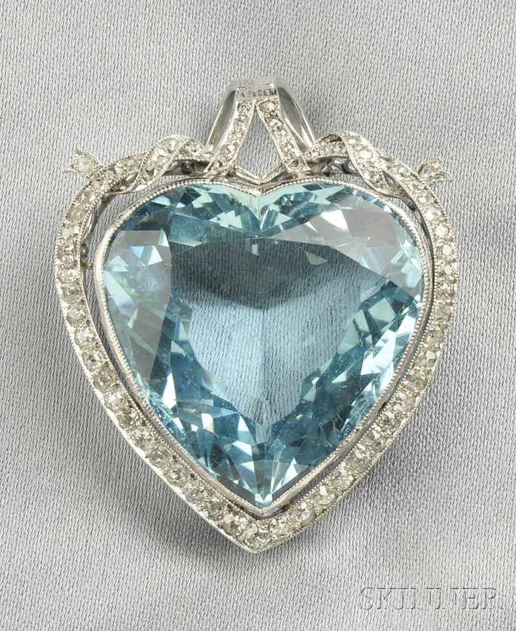 I don't usually go for heart jewelry, but I'll make an exception for this one.