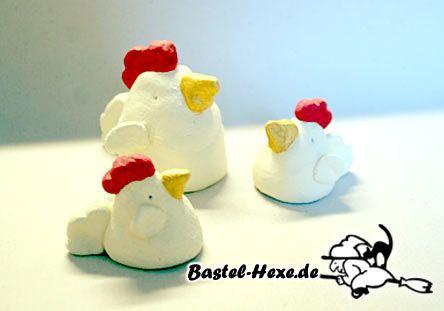 Hühner und Küken als Osterdeko aus Modelliermasse selbst gebastelt