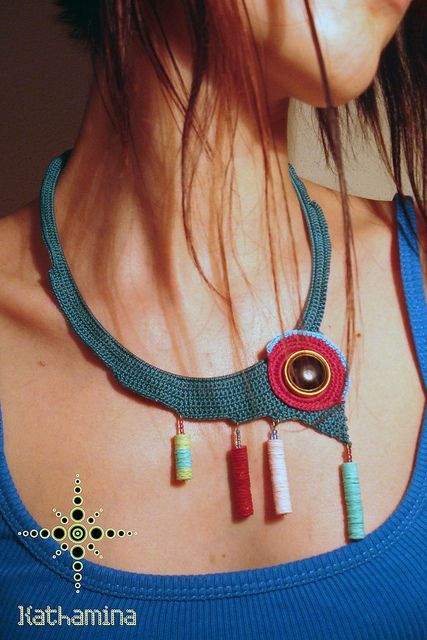 crochet necklace. again, genius. If I could crochet, I would create this too. Oh well, it can just sit here on my Pinterest board to inspire others....
