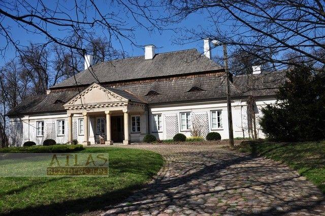 Śmiłów (świętokrzyskie) - Dwór Wiercińskich wybudowany w II połowie XVIII wieku w stylu barokowym.