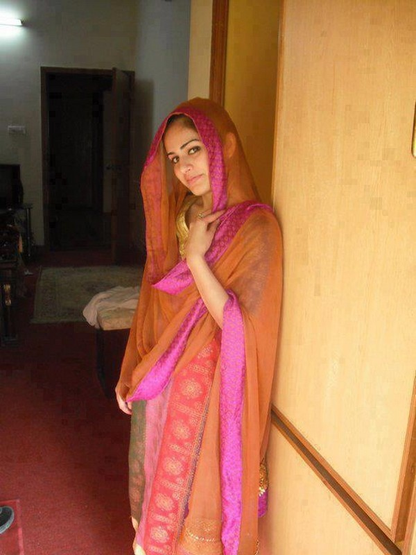 Beautiful Style In Pakistan Girl At Home  Kuch Desi Ho -8884