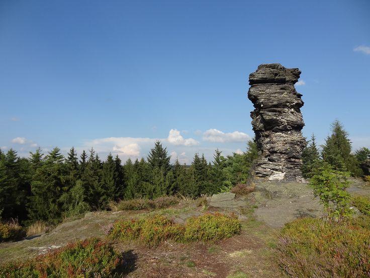 Vysoký kámen u Kraslic http://www.priroda-kv.cz/lokality/vysoky_kamen/index.php