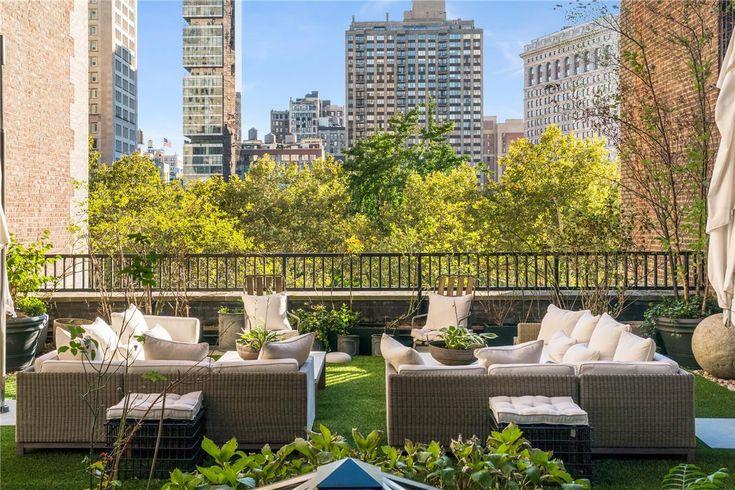 Jennifer Lopez Penthouse lakása New York-ban,  #fürdőszoba #híres #lakás #luxus #márvány #nagy #NewYork #penthouse #ingatlan #Manhattan #Madisonpark #JenniferLopez #tetőterasz #tölgyfa #óriási #privát #híresember #híresség #popma #lakosztály #médiaszoba, https://www.otthon24.hu/jennifer-lopez-penthouse-lakasa/