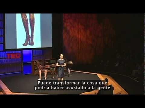 Aime Mullins y su 12 pares de piernas