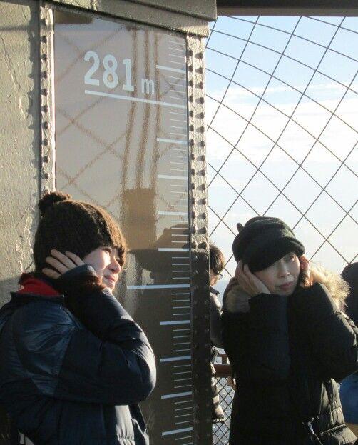 paris eiffel tower dec13 cold wind on the observation deck