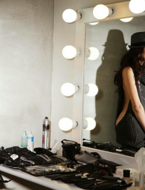 make up vanity check out this blog for diy vanity. Black Bedroom Furniture Sets. Home Design Ideas