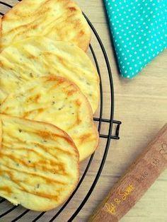 Revolucionó Internet, el pan de nubes, sin harina, solo queso batido, huevo y bicarbonato, tambien sirve para hacer masa de pizza, con albahaca y orégano.