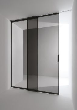 Minimal sliding door designed by Antonio Citterio for Tre-Piu _