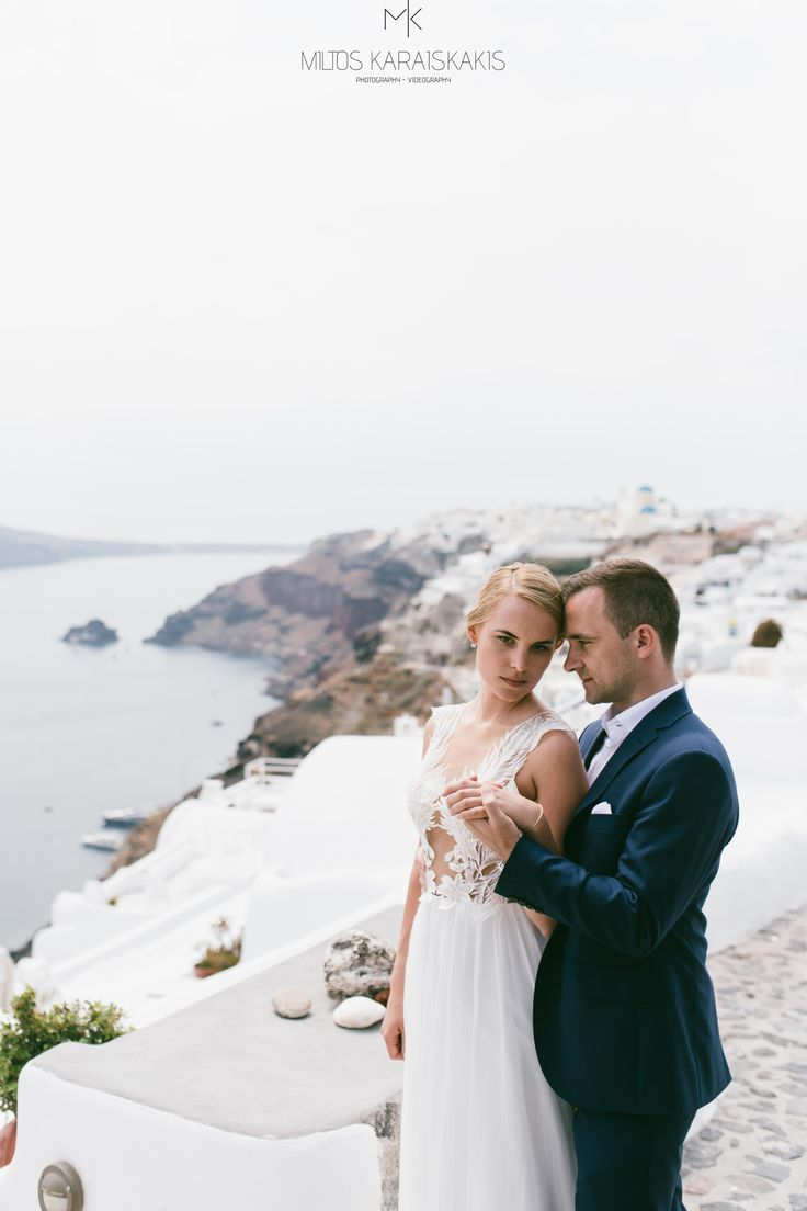 #santorini #greece #wedding #weddingphotography #weddingvideography #weddingphotographer #weddingvideographer #santorinivideographer #santoriniphotographer #weddingdestination #santoriniwedding #luxurywedding #miltoskaraiskakis #weddingphotoinspiration