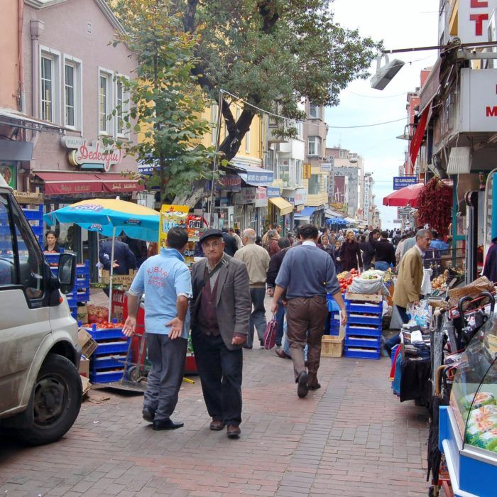 سوق الفاتح في اسطنبول تركيا بجانب مسجد محمد الفاتح يوم الاربعاء Istanbul Scenes Street View
