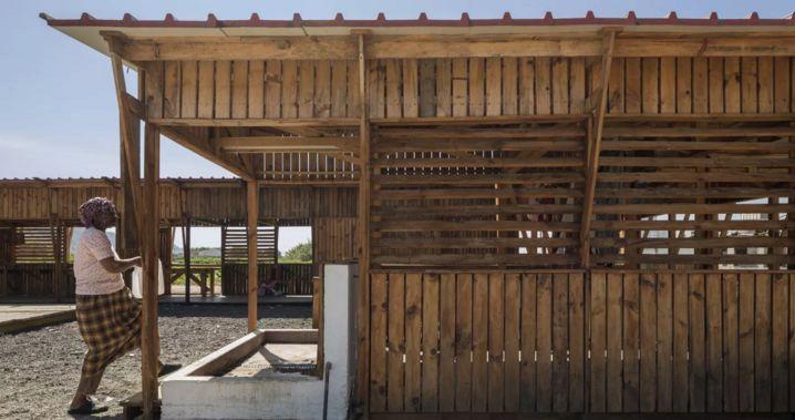 #BuildingTogether COMMUNITY KITCHEN IN TERRAS DA COSTA by Colectivo Warehouse