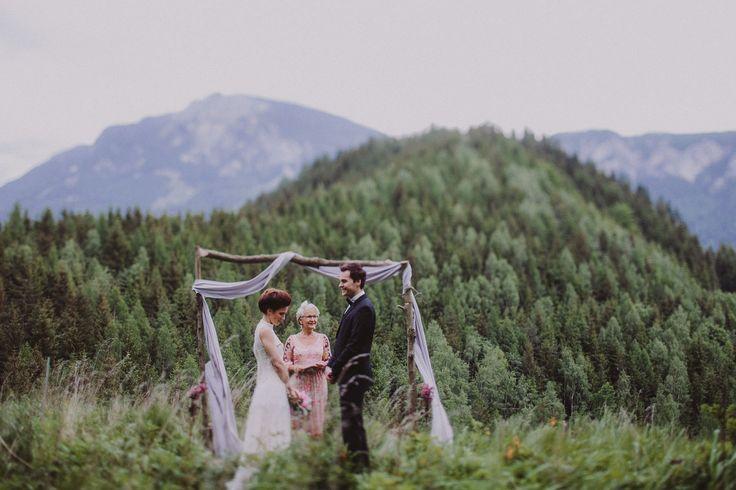 A beautiful and intimate wedding in the Austrian mountains -  photo by www.faistenberger.com | Roland Faistenberger Hochzeitsfotografie Wien | wedding photographer Austria