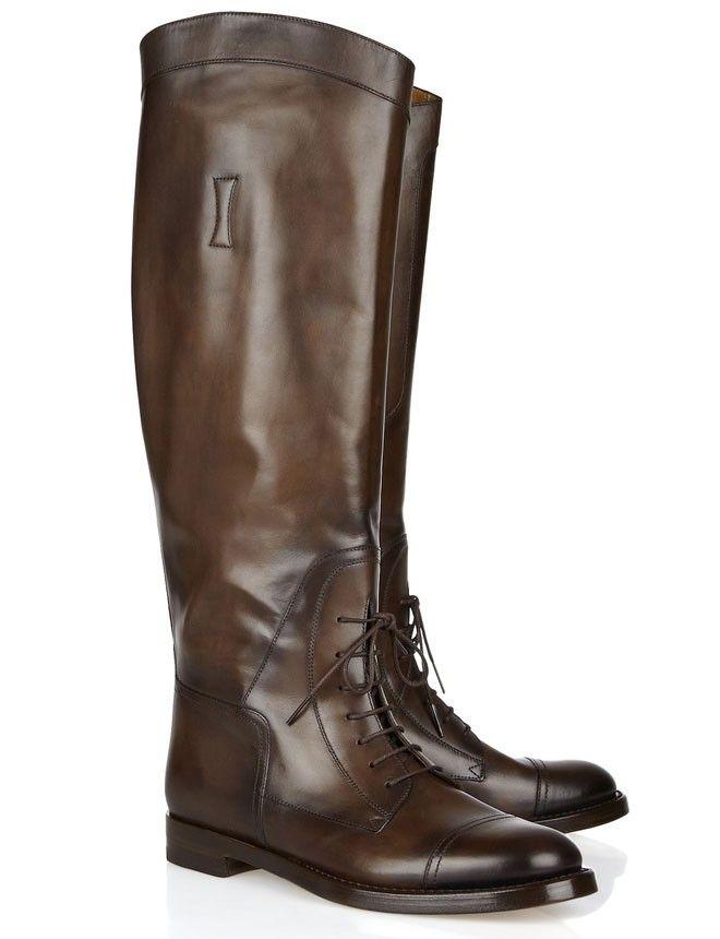 Botas de montar con cordones, de Gucci (895 euros). Son perfectas para conseguir un look impecable fuera del contexto deportivo.