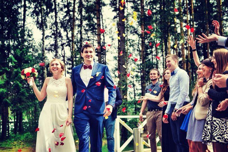 Прекрасная невеста в платье от дизайнера Iryna Kotapska.  Загадочная и красивая, мечтательная и просто счастливая девушка.  Благодарим Вас за красивые фото, которые вы нам присылаете. www.kotapska.com
