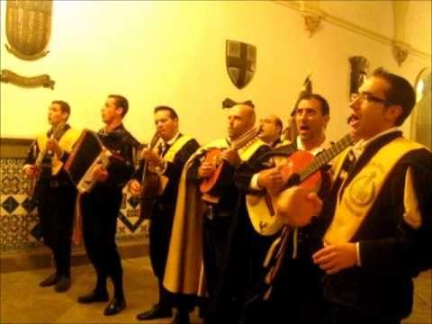 Canta la tuna de Medicina de Salamanca.