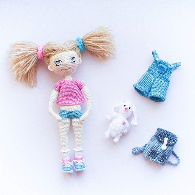 Алиса, комбинезон, рюкзак и маленький плюшевый зайчик с сердцем! Надеюсь Ваши выходные прошли отлично!  Alice, coveralls, a backpack and a small plush bunny with heart! I hope your weekend was perfect!  #doll #crochet #instadoll #handmade #crocheting #instacrochet #crochetdoll #вязаннаякукла #подарок #куклыназаказ #кукларучнойработы #collectiondoll #toys #кукла #ручнаяработа #амигуруми #amigurumi #amigurumidoll #миникукла #toy #toy_gallery #вязаннаякукла #gurumi #авторскаякукла #игрушка…