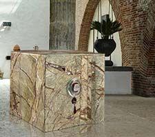 Cassaforte rivestita in marmo Forest Green #luxury #safes #design #internaldesign #cassaforte #casseforti #madeinitaly #marmo #marble #lusso #gioielli #orologi