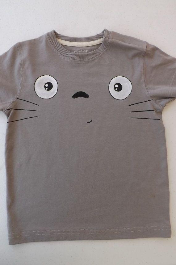 Tshirt gris Totoro Mon voisin Totoro peint à la par FieltroFever, €12.00