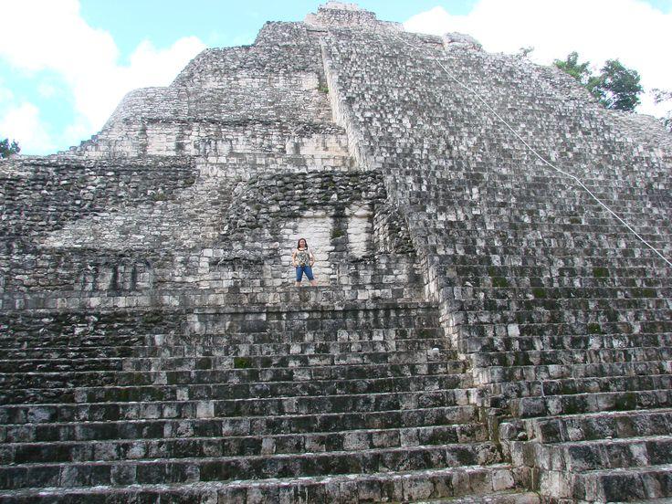 Becán, sitio arqueológico maya ubicado en el Edo. de Campeche, México. Las evidencias de ocupación humana se remontan al año 600 a.C. La época de mayor prosperidad fue entre los años 600 y 900 de nuestra era.