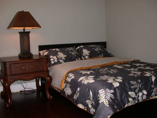 Vancouver Austin Guesthouse Coquitlam (British Columbia) Vancouver Austin Guesthouse offers accommodation in Coquitlam. Free WiFi is featured and free private parking is available on site.  You will find a shared kitchen at the property.